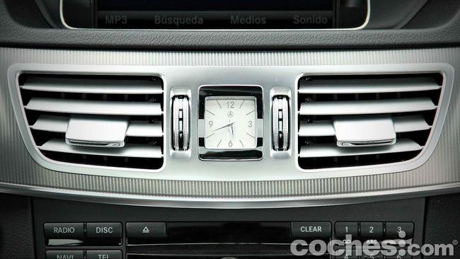 Mercedes_Benz_E_300_BlueTEC_HYBRID_095