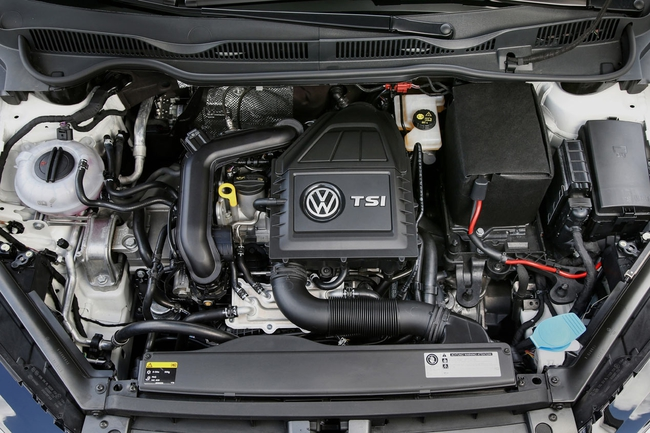 Volkswagen Golf Tsi Bluemotion 2015 motor 01