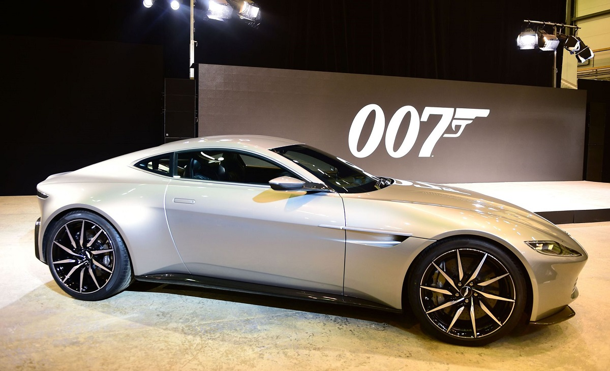 aston martin db10 de james bond