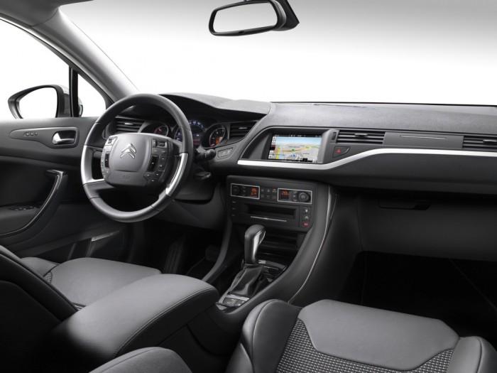 Citroen C5 2016 interior 01
