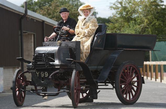 Daimler Wagonette 1897 02