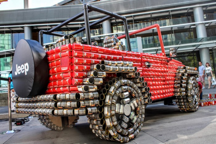 Jeep Wrangler latas comida 03