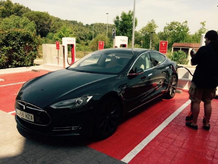 Tesla Supercargadores Gerona 2015 01