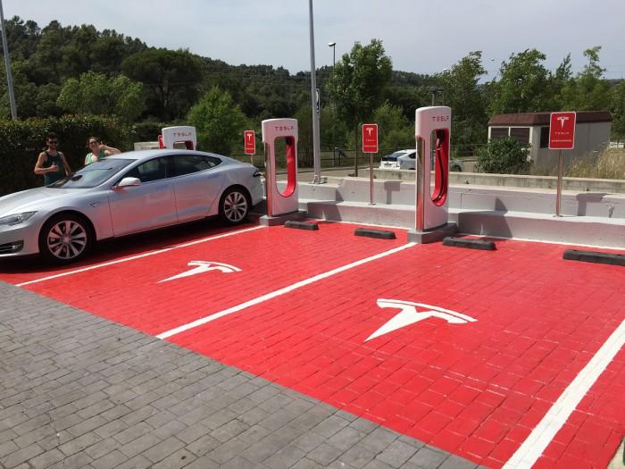 Tesla Supercargadores Gerona 2015 04