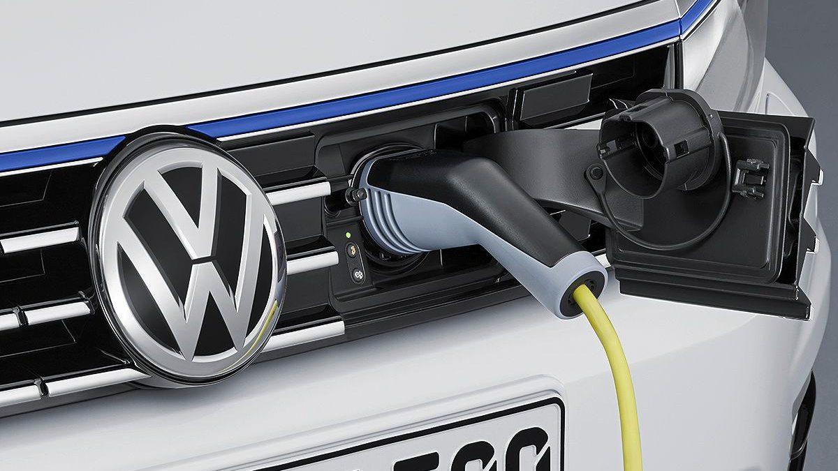 Volkswagen Passat GTE recarga frontal