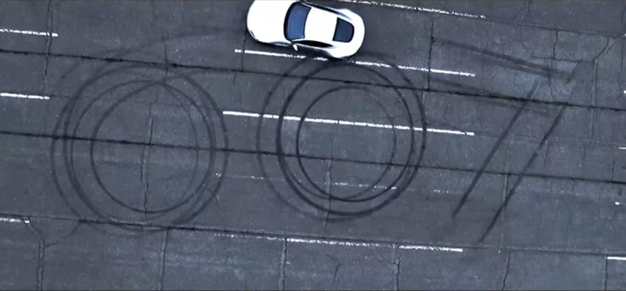 Aston Martin DB10 derrape 007