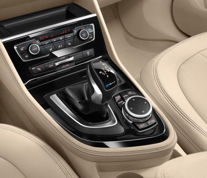 BMW 225xe 2016 interior 4