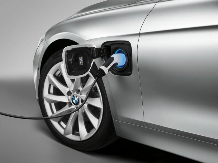 BMW 330e 2016 01