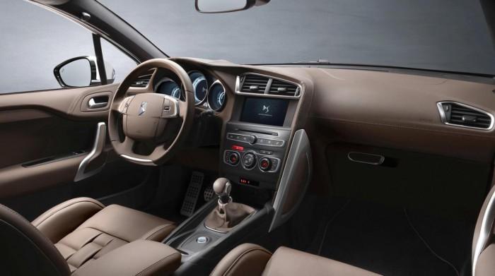 DS 4 Crossback 2016 interior 01