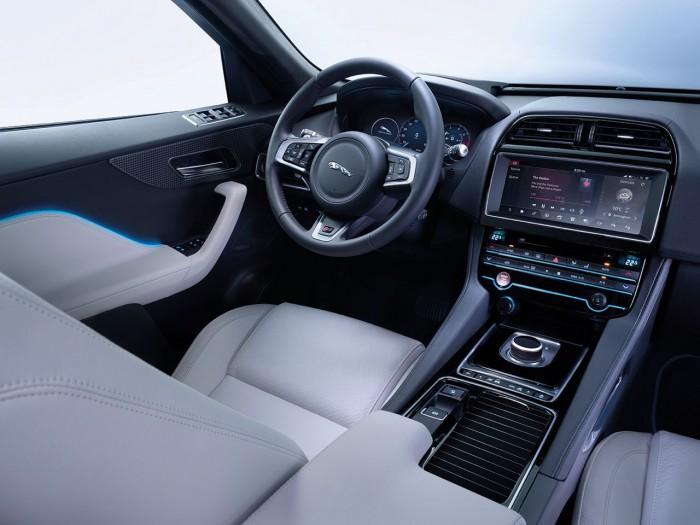 Jaguar F-PACE LE S 2016 interior 04