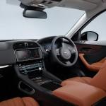Jaguar F-PACE Portfolio 2016 interior 03