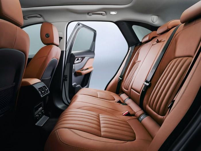 Jaguar F-PACE Portfolio 2016 interior 08