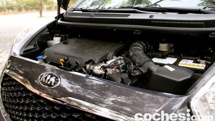 Kia Venga 2015 prueba motor 2