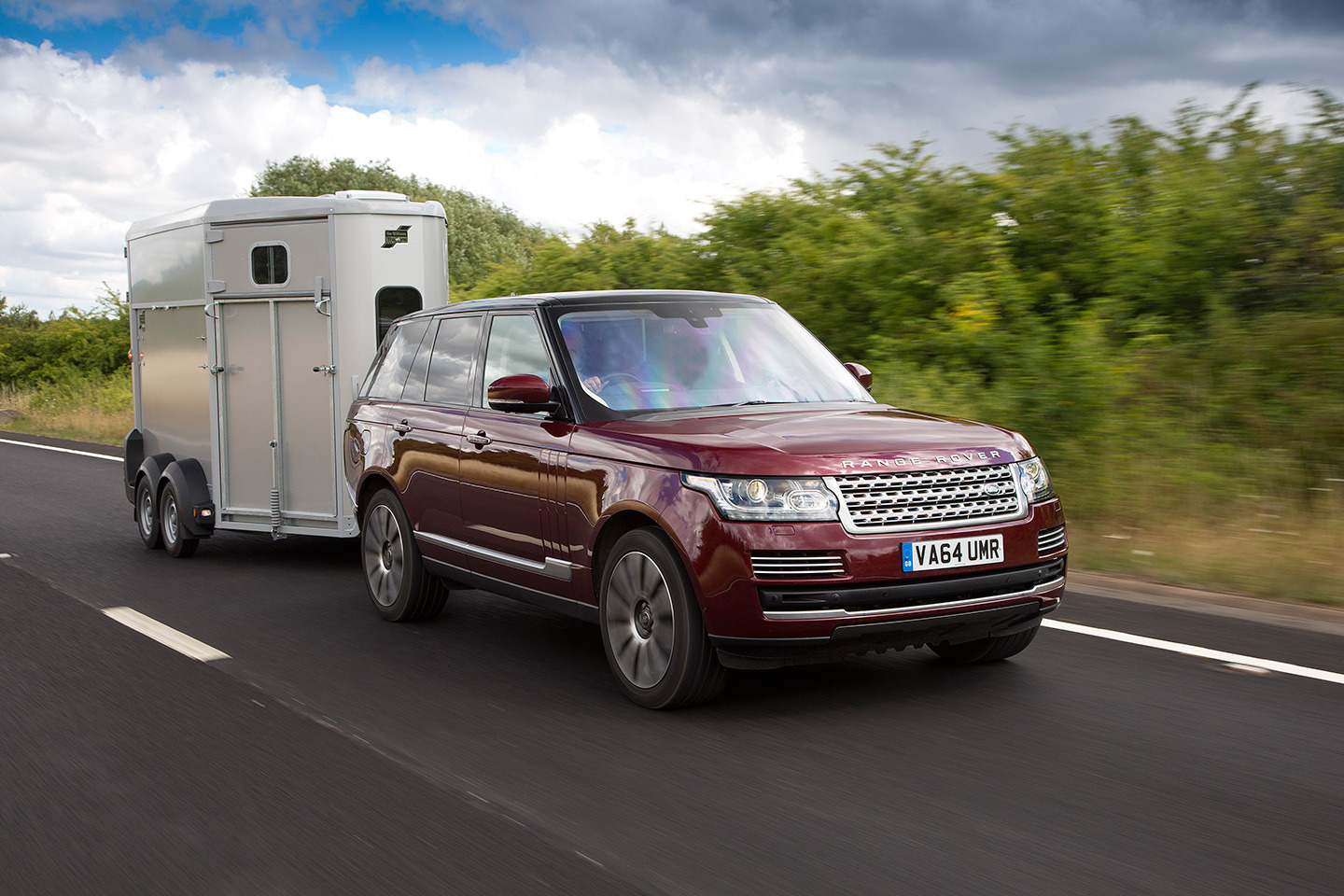 Land Rover Transparent trailer cargo sense 01