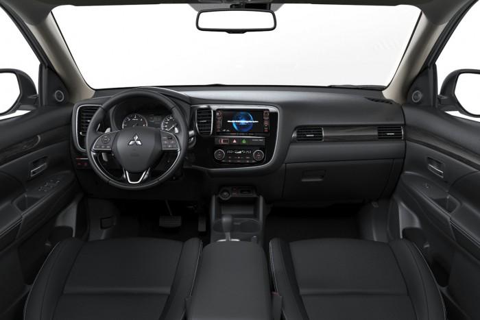 Mitsubishi Outlander 2016 interior 01