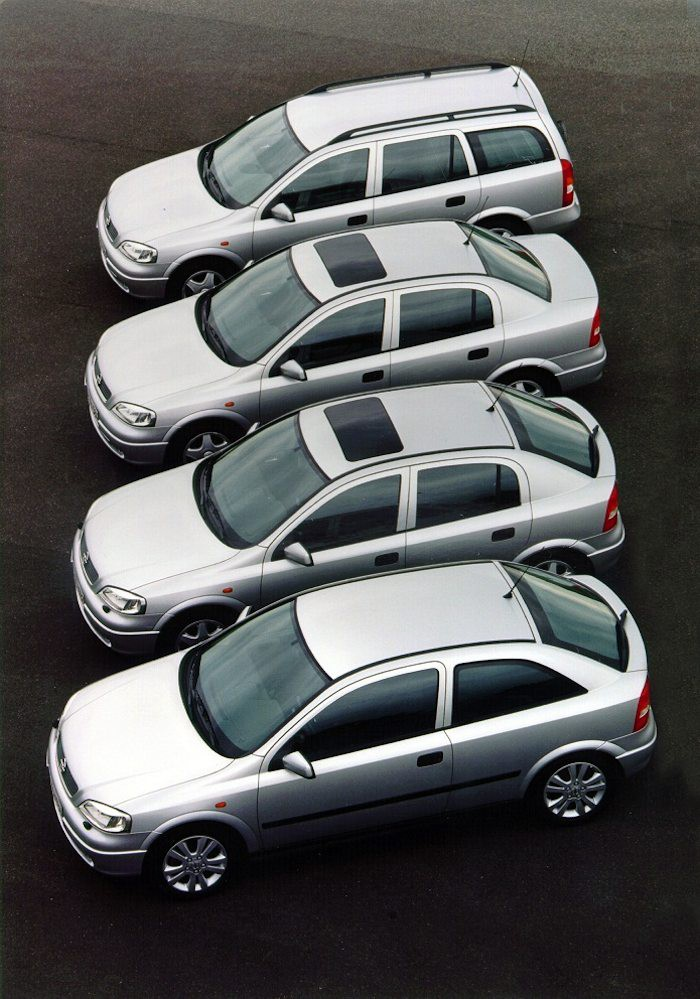 Silver streak: The most popular body styles of the Opel Astra G – station wagon, notchback, five and three-door hatchback (from back to front).