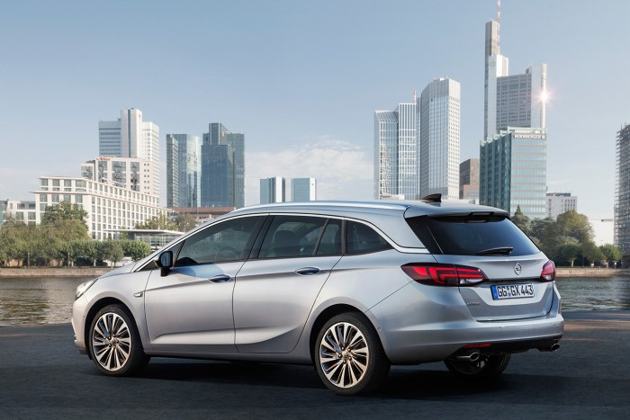 Opel Astra Sports Tourer 2016 03