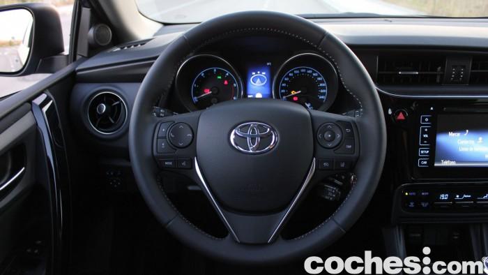 Toyota Auris Touring Sports 2015 prueba interior  04