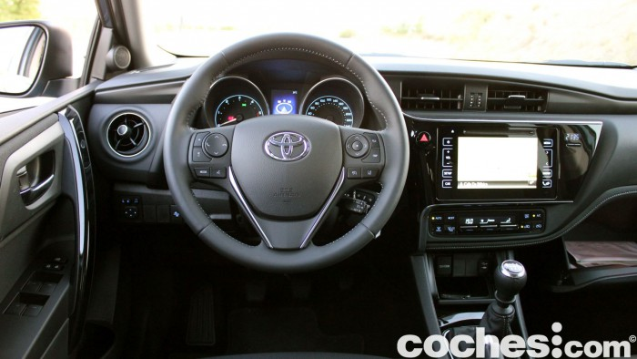 Toyota Auris Touring Sports 2015 prueba interior 11