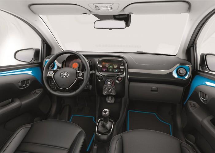 Toyota Aygo x-cite 2015 interior