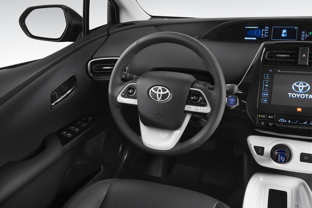 2017 Toyota Prius Interior >> Nuevo Toyota Prius 2016, el híbrido de referencia se actualiza