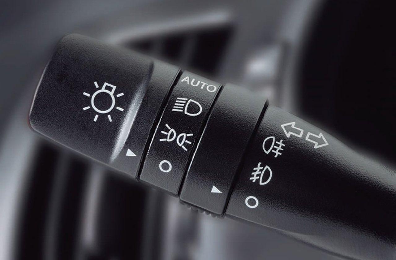 Las luces de tu coche: cómo son y cuándo utilizarlas
