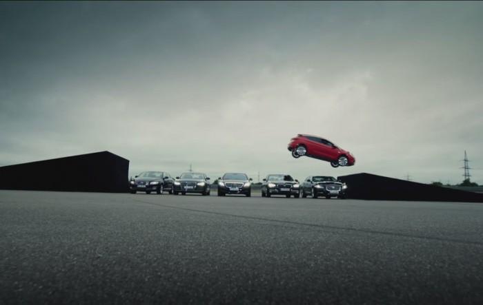 publicidad lanzamiento Opel Astra 2016 salto