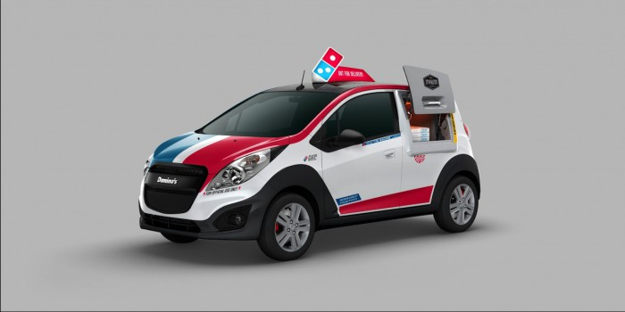 DPX coche reparto Dominos pizza 03