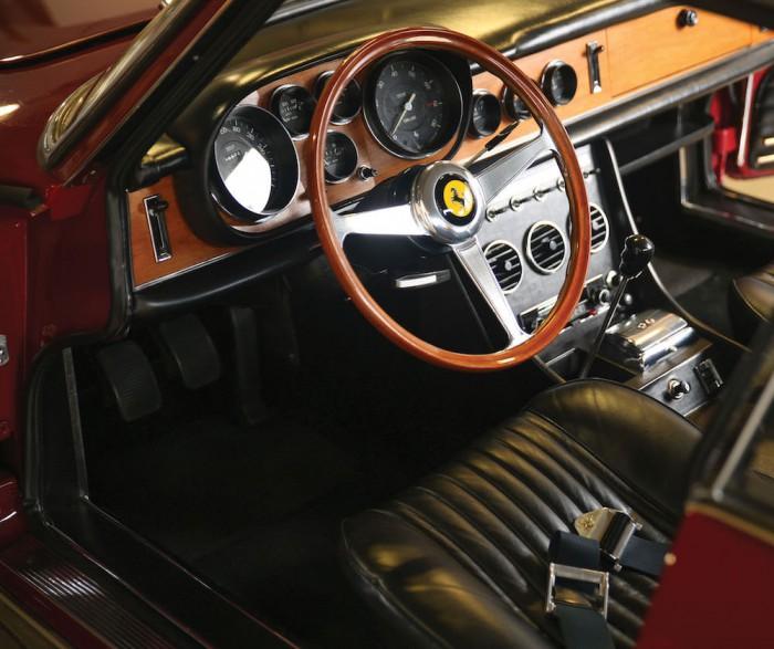 Ferrari 330 GTC 1967 interior 01