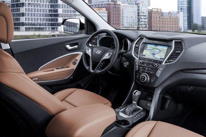 Hyundai Santa Fe 2016 interior 02