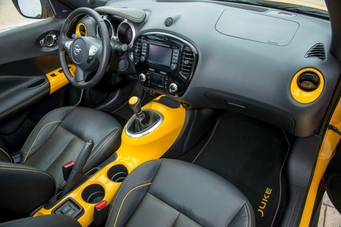 Nissan Juke N-Connecta 2015 interior 04