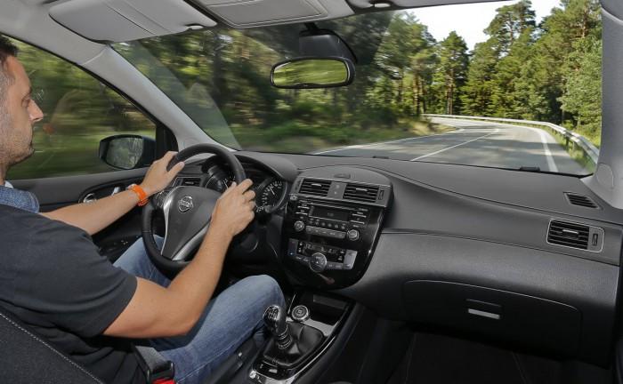 Nissan Pulsar 2016 interior 1