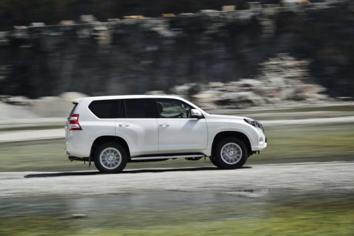 Toyota Land Cruiser 2016 1