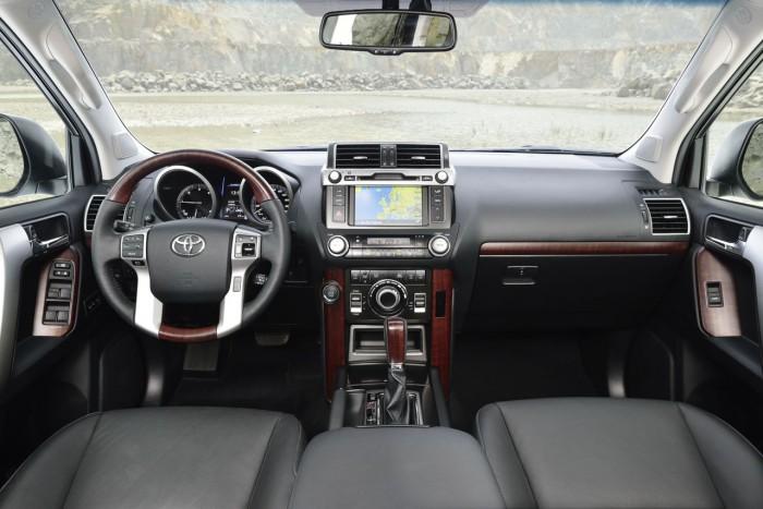 Toyota Land Cruiser 2016 interior 2