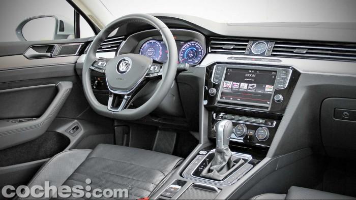 Volkswagen_Passat_2.0TDI_BMT_035