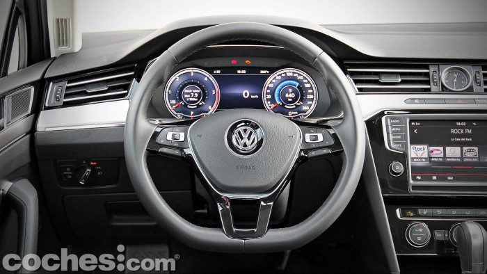 Volkswagen_Passat_2.0TDI_BMT_037
