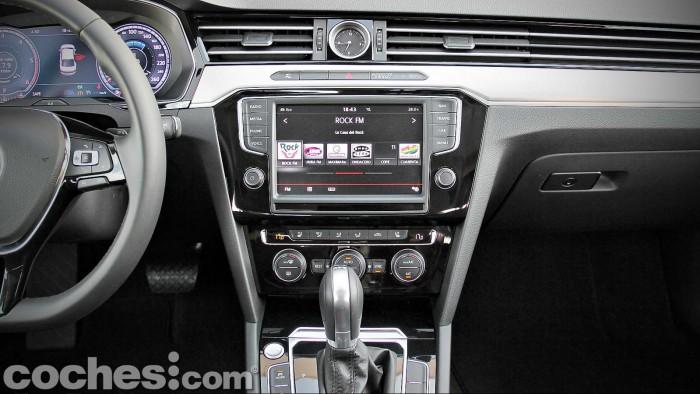 Volkswagen_Passat_2.0TDI_BMT_049