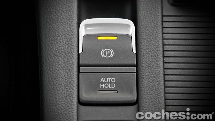 Volkswagen_Passat_2.0TDI_BMT_076