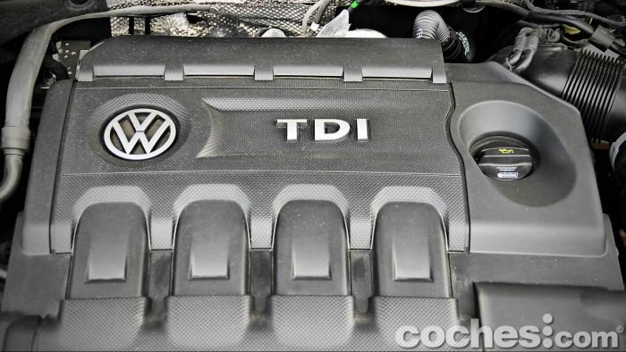 Volkswagen_Passat_2.0TDI_BMT_094
