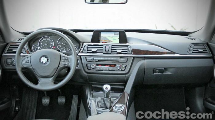 BMW_318d_GT_015