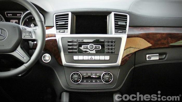 Mercedes_Benz_GL_350_033