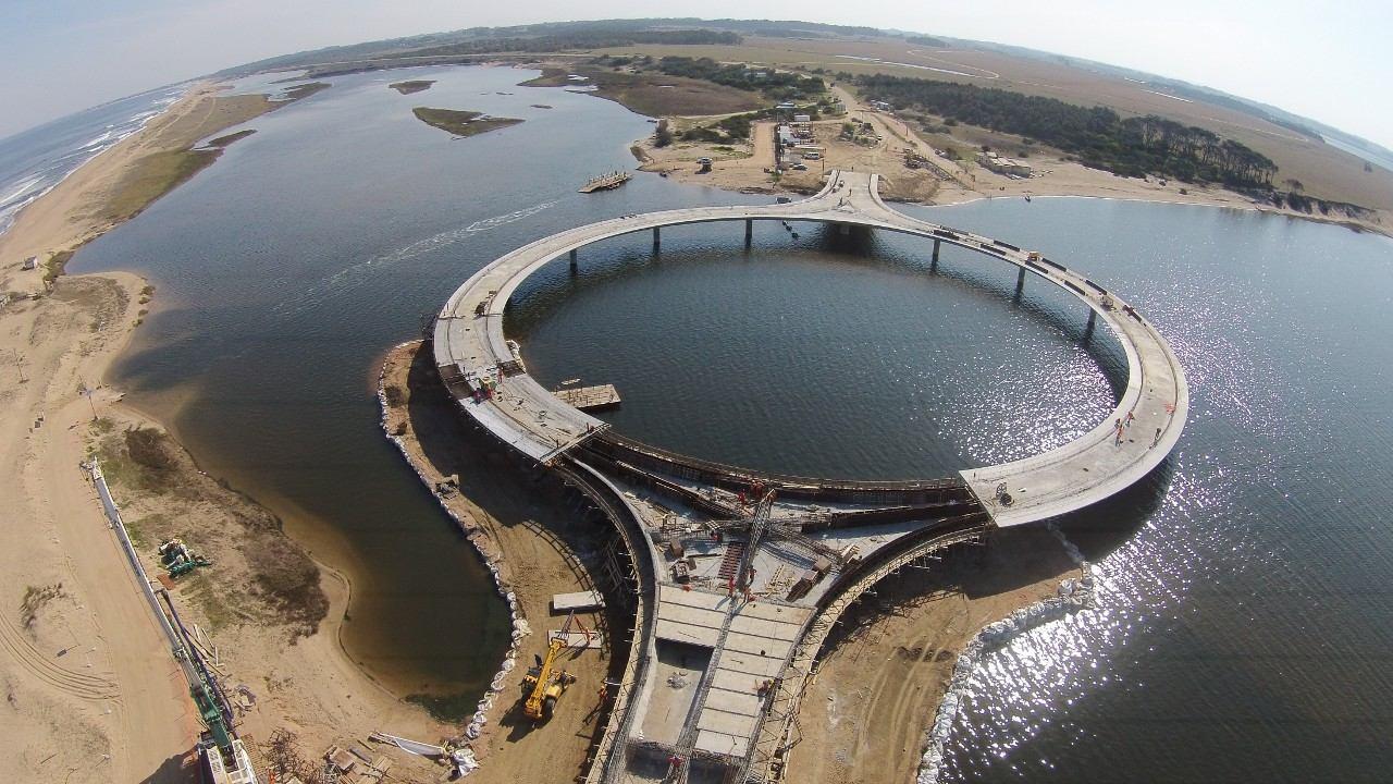 puente circular Uruguay Laguna Garzón