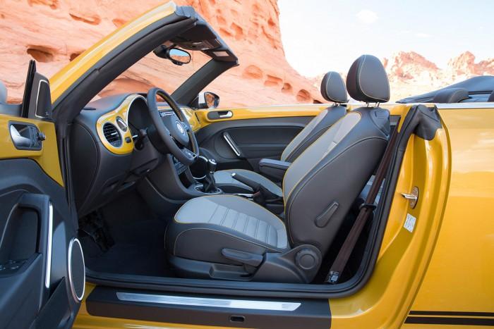 Volkswagen Beetle Dune cabrio 2016 interior 01
