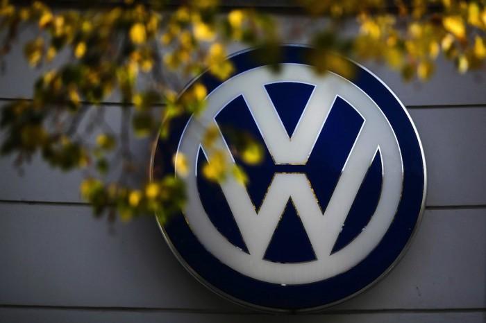 Volkswagen logo pared