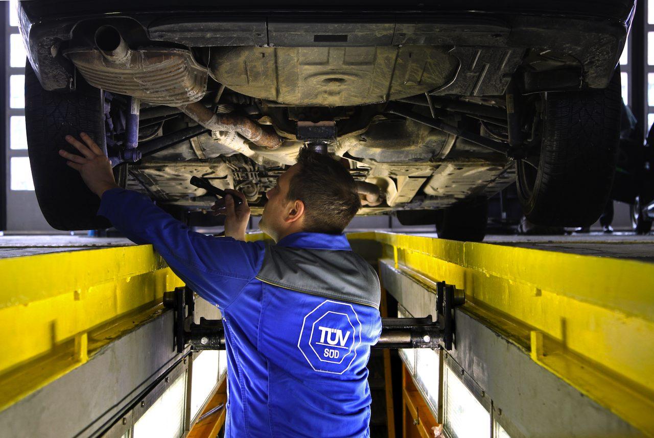 revision TUV bajos coche
