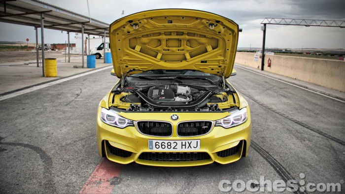 BMW_M4_Coupé_084