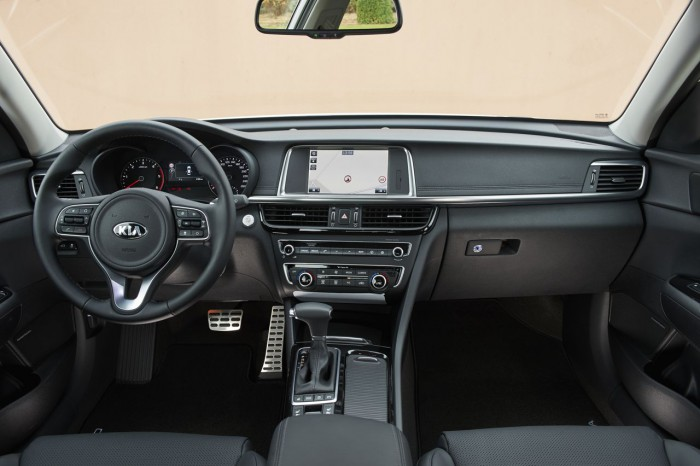 Kia Optima 2016 interior 01