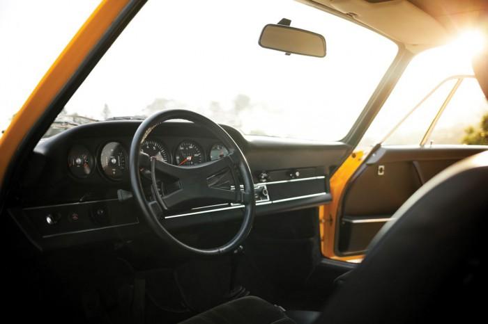 Porsche 911 Carrera RS Touring 1973 interior 02