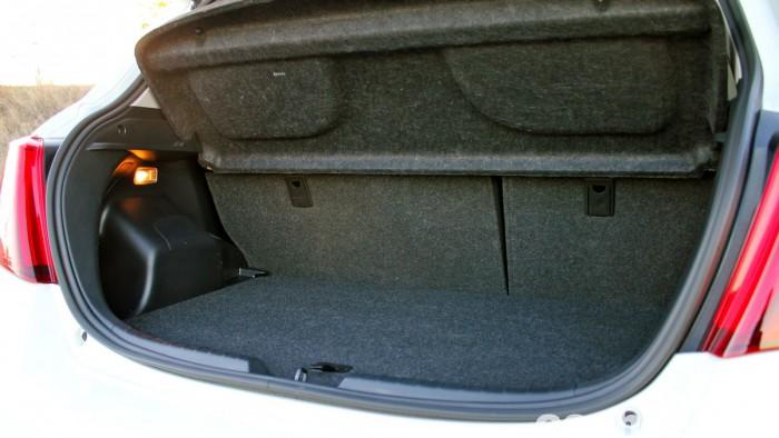 Toyota Yaris Hybrid maletero prueba 2