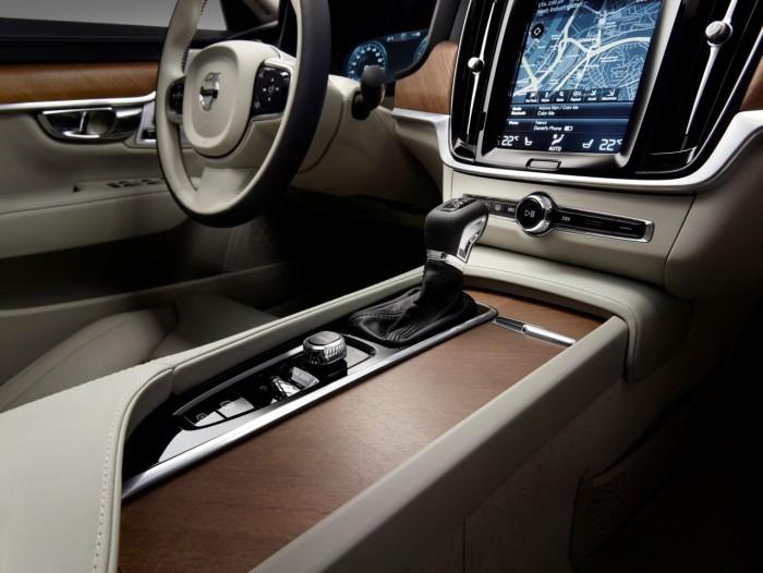 Volvo S90 interior. consola central